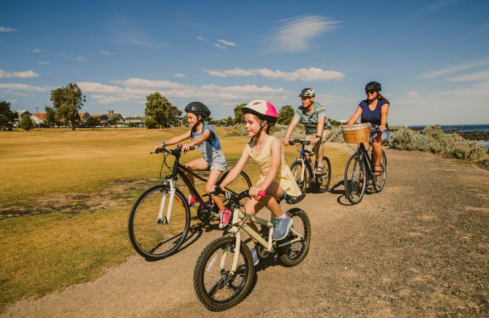 sydney family on bikes