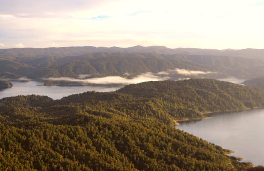 Lake Waikaremoana near Orangihikoia Campsite